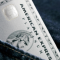 アメックスプラチナカードが国内でもメタルカードを発行 – 取得方法も招待制のみから変更