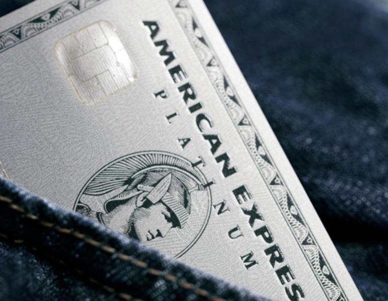 アメックスプラチナカードがメタルカードを発行